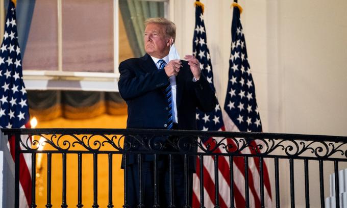 Tổng thống Donald Trump tại Nhà Trắng tối 5/10. Ảnh: Washington Post.