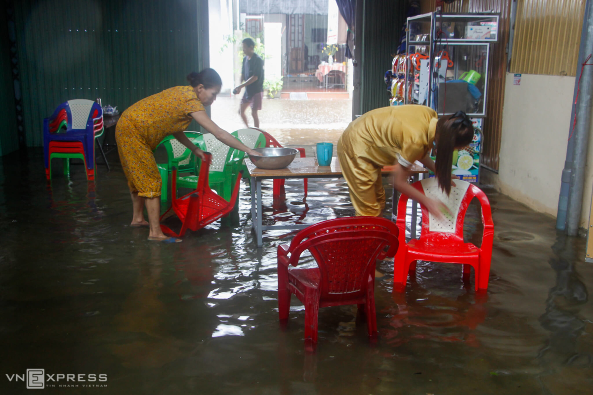 Cuộc sống người dân vùng lũ ở Thừa Thiên Huế