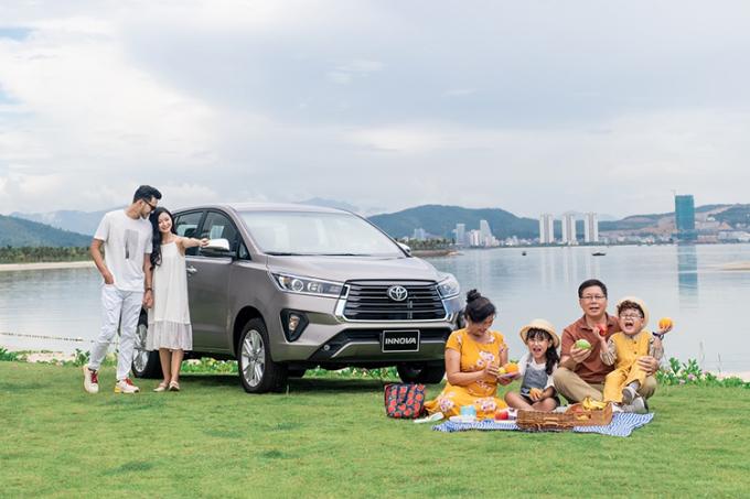Một gia đình sử dụng Innova 2020.