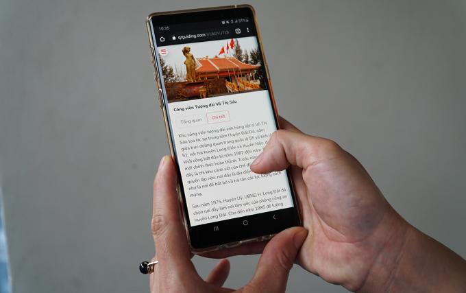 Link thông tin tổng quan, chi tiết được hiện trên điện thoại sau khi quét mã QR tại Công viên tượng đài Võ Thị Sáu. Ảnh: Trường Hà.
