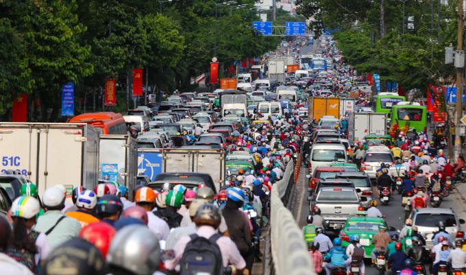 Tuyến Số 1 đi theo đường Hoàng Văn Thụ, quận Tân Bình sẽ giải tỏa ùn tắc ở khu vực sân bay Tân Sơn Nhất. Ảnh: Quỳnh Trần.