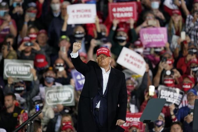 Tổng thống Trump tại cuộc mít tinh ở Iowa ngày 14/10. Ảnh: AP.