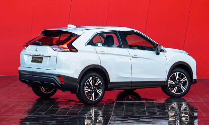 Eclipse Cross mới thiết kế lại tập trung vào đuôi xe. Ảnh: Mitsubishi