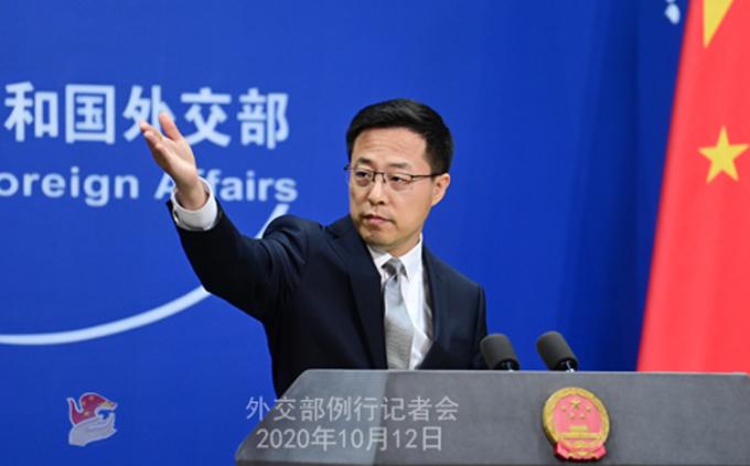 Phát ngôn viên Bộ Ngoại giao Trung Quốc Triệu Lập Kiên tại buổi họp báo ở Bắc Kinh hôm 12/10. Ảnh: Bộ Ngoại giao Trung Quốc.