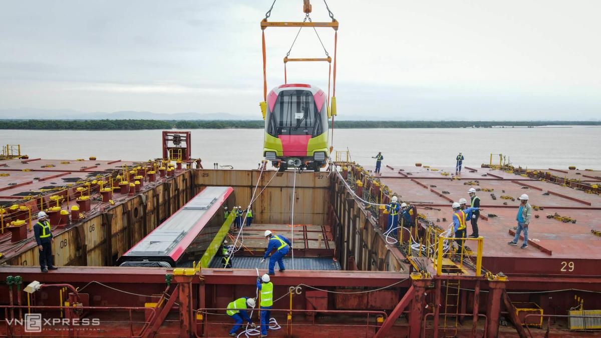 4 giờ bốc dỡ metro Nhổn - Ga Hà Nội