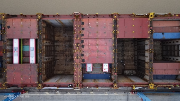 Đoàn tàu metro trong các container. Ảnh: Ngọc Thành