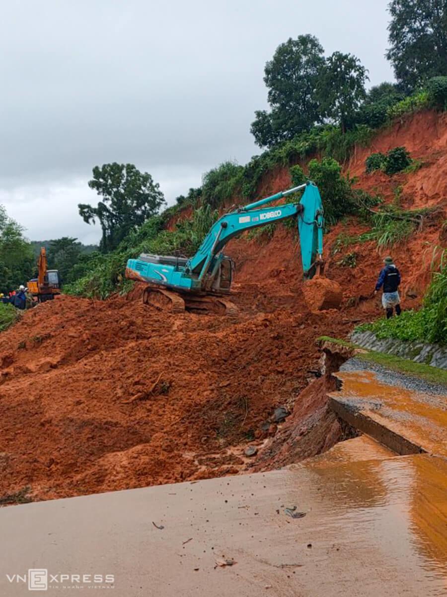 Hiện trường núi lở vùi 22 người ở Quảng Trị