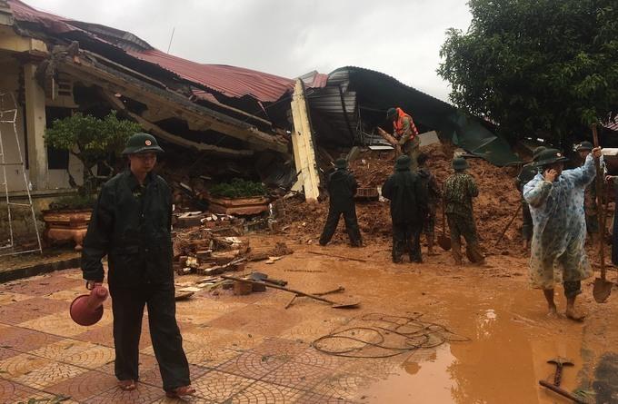 Hiện trường vụ sạt lở đất vùi lấp 22 chiến sĩ đoàn kinh tế 337, huyện Hướng Hóa, Quảng Trị sáng 18/10. Ảnh: CTV.