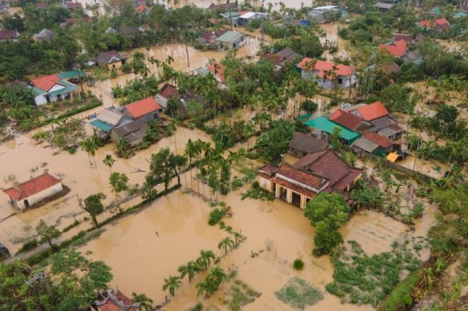 Lũ lụt gây ngập úng ở Huế vào đầu tháng 10. Ảnh: Võ Thạnh.