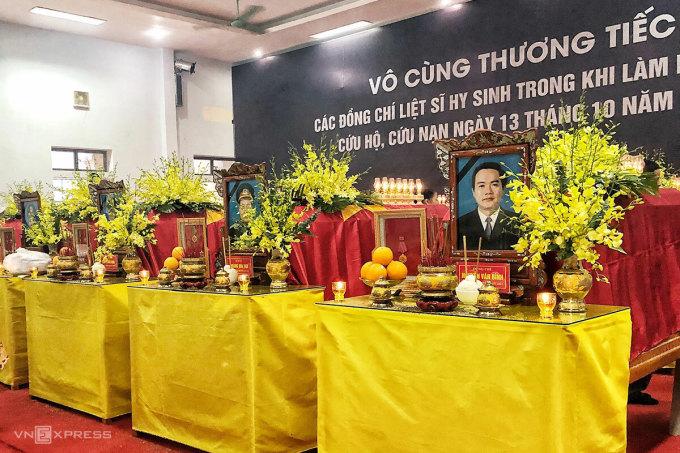 Linh cữu ông Nguyễn Văn Bình - Chủ tịch UBND huyện Phong Điền. Ảnh: Giang Huy.