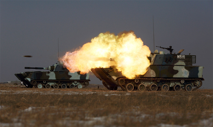 Thiết giáp lội nước ZTD-05 của thủy quân lục chiến Trung Quốc diễn tập bắn đạn thật tại tỉnh Cát Lâm năm 2015. Ảnh: Reuters.