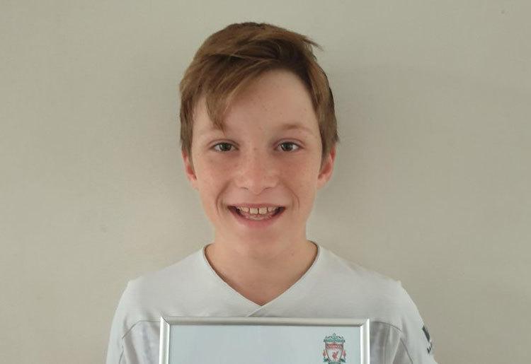 Nam sinh nhận thư hồi âm từ huấn luyện viên Liverpool