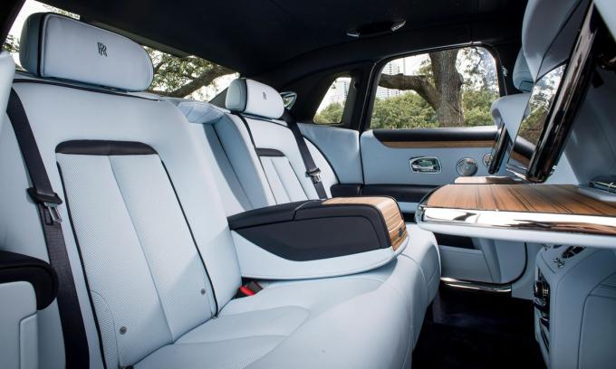 Không gian nội thất của Ghost giống như một thế giới biệt lập với bên ngoài bởi cách âm quá tốt. Ảnh: Rolls-Royce