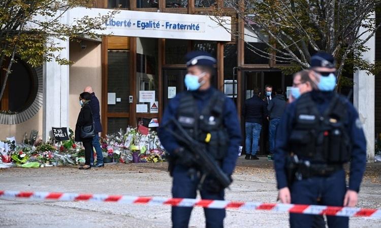 Pháp bắt 4 học sinh sau vụ thầy giáo bị chặt đầu