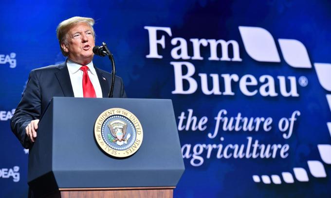 Tổng thống Donald Trump phát biểu tại hội nghị Liên đoàn Cục Nông trại Mỹ hồi tháng 1. Ảnh: AFP.