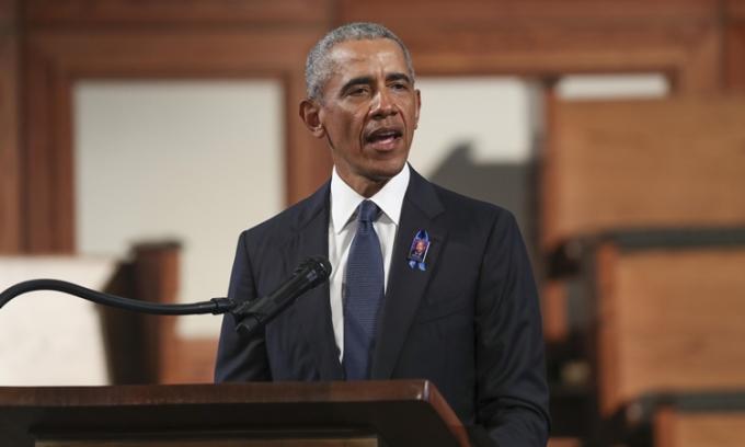Cựu tổng thống Mỹ Barack Obama trong lễ tang của cố hạ nghị sĩ John Lewis ở Atlanta hôm 30/7. Ảnh: AP.