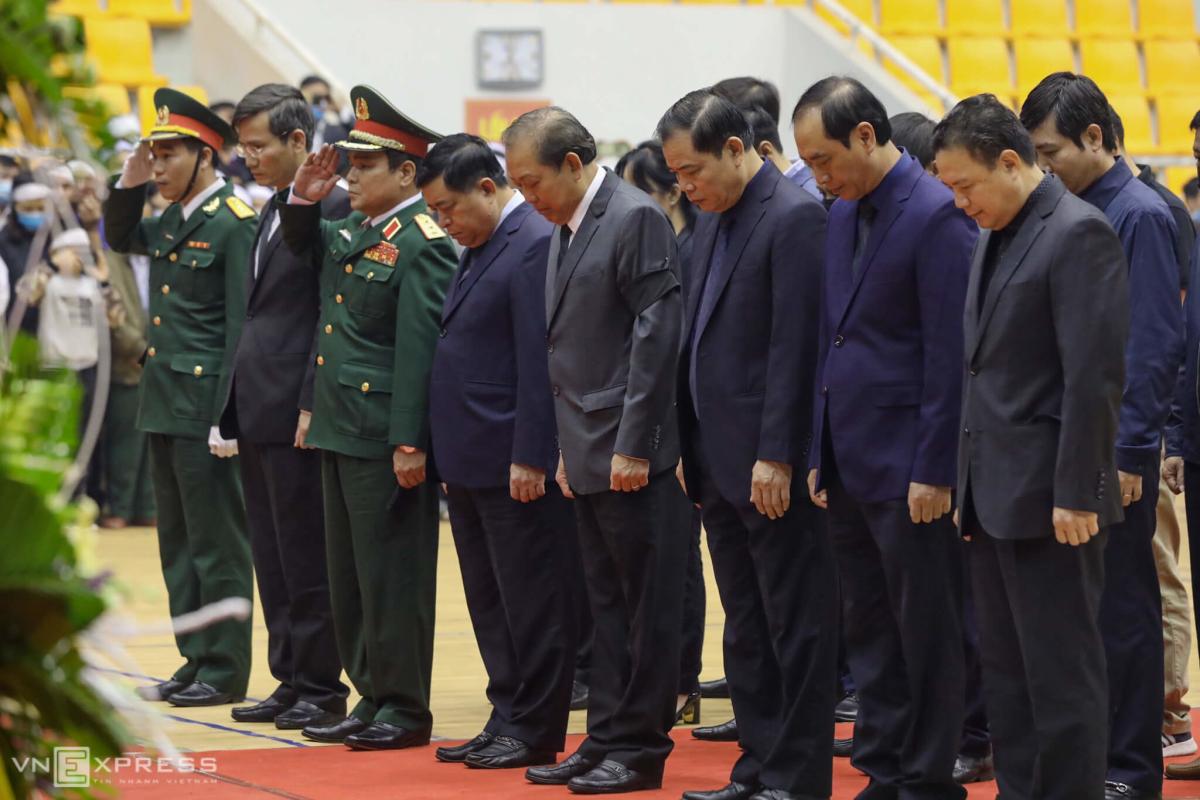 Người thân khóc nghẹn trong lễ tang 22 quân nhân