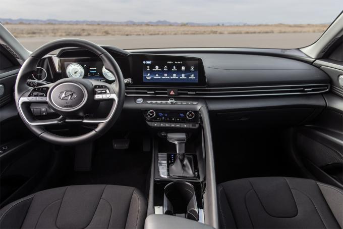 Xe bán ra với 7 phiên bản với động cơ và trang bị khác nhau. Ảnh: Hyundai