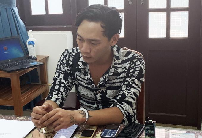 Nguyễn Văn Phúc tại cơ quan công an, sáng 24/10. Ảnh: Hồng Long.