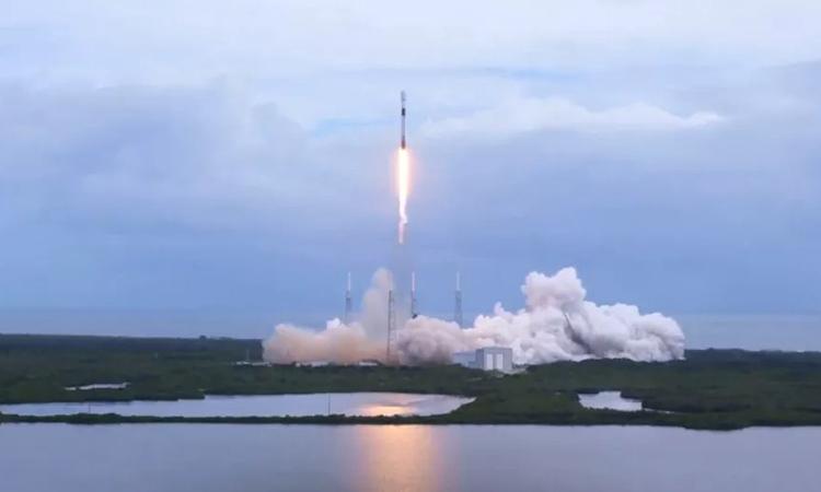 SpaceX phóng 2 lô vệ tinh Internet trong một tuần