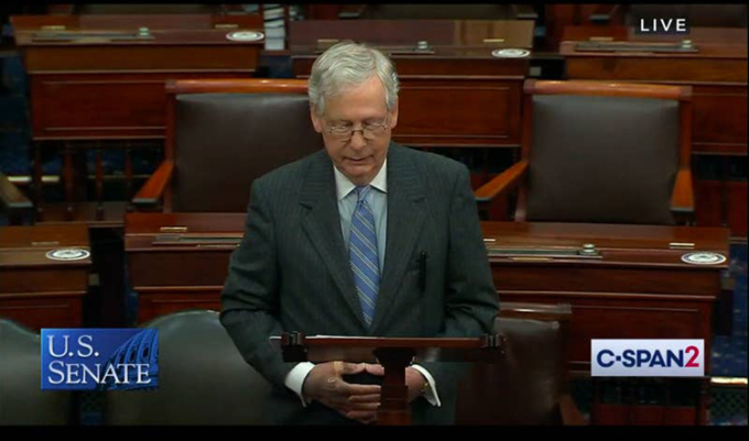 Ông McConnell với bàn tay gây chú ý khi phát biểu tại Thượng viện hôm 22/10. Ảnh: C-Span.