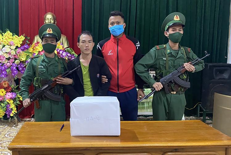 Cán bộ y tế người Lào buôn ma túy vào Việt Nam