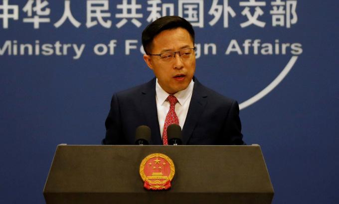 Phát ngôn viên Triệu Lập Kiên họp báo tại Bắc Kinh hồi tháng 4. Ảnh: Reuters.