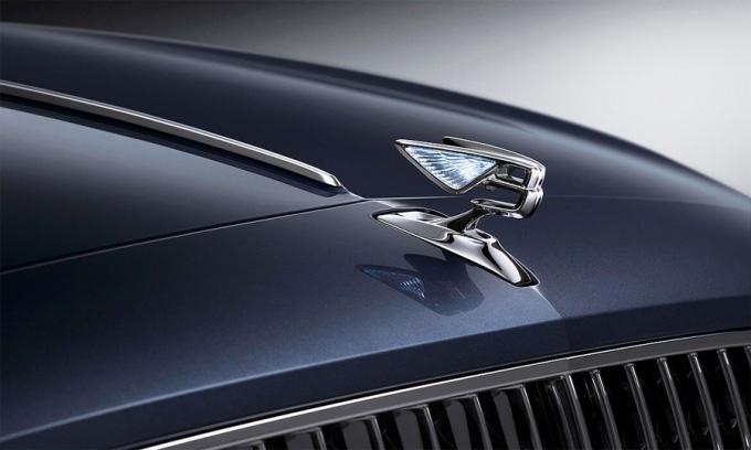 Logo chữ B có cánh trên mẫu Flying Spur 2020. Ảnh: Bentley