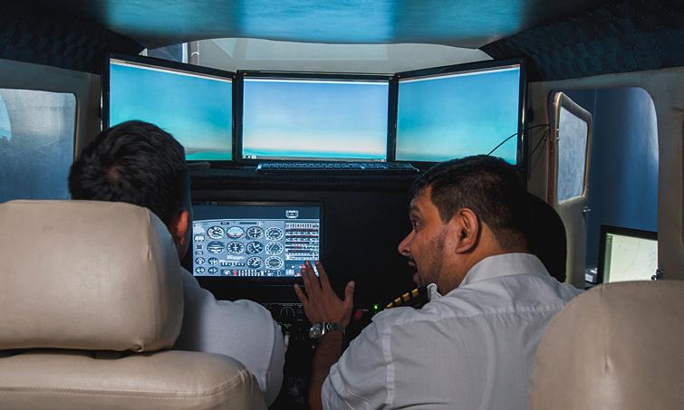 Khóa học lái máy bay tại Royhle Flight