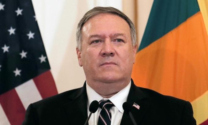 Ngoại trưởng Mỹ Mike Pompeo trong chuyến thăm Sri Lanka hôm nay. Ảnh: Reuters