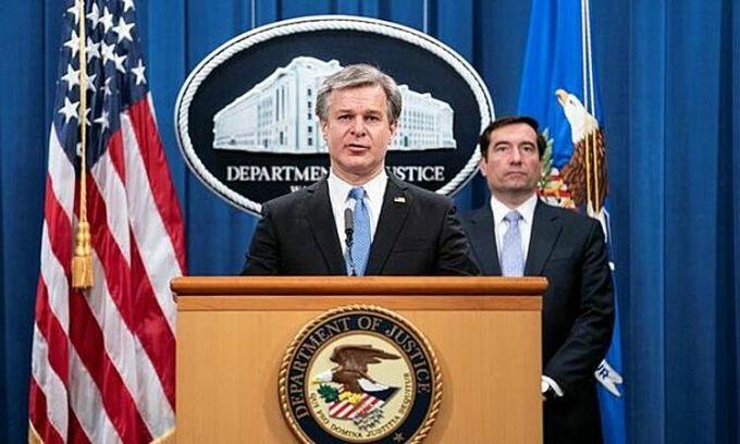 Giám đốc FBI Christopher Wray nói trong cuộc họp báo tại Bộ Tư pháp Mỹ ở thủ đô Washington ngày 28/10. Ảnh: Reuters.