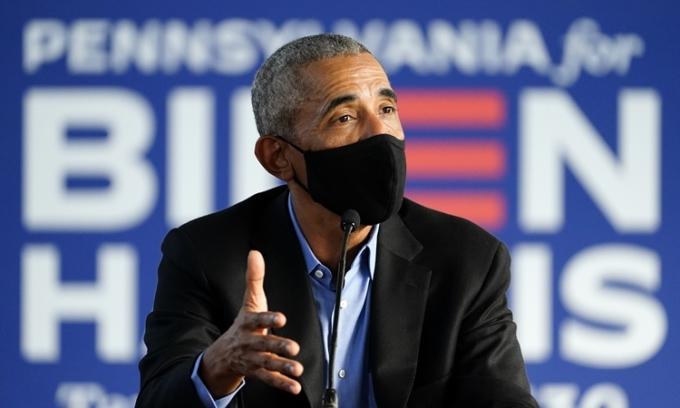 Cựu tổng thống Mỹ Obama trong một sự kiện vận động tranh cử cho ứng viên đảng Dân chủ Joe Biden ở Philadelphia, Pennsylvania, hôm 21/10. Ảnh: AP.