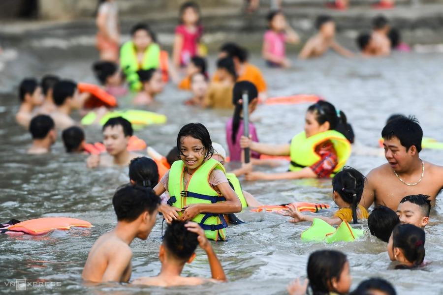 Đề xuất mục tiêu 50% trẻ em biết bơi đến năm 2025