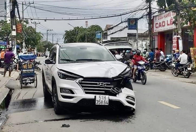 Ôtô của Mười tại hiện trường tai nạn. Ảnh: Nguyệt Triều.