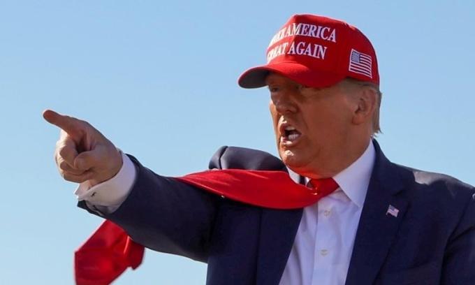 Trump - Biden tranh đua ở Florida vào những ngày chót