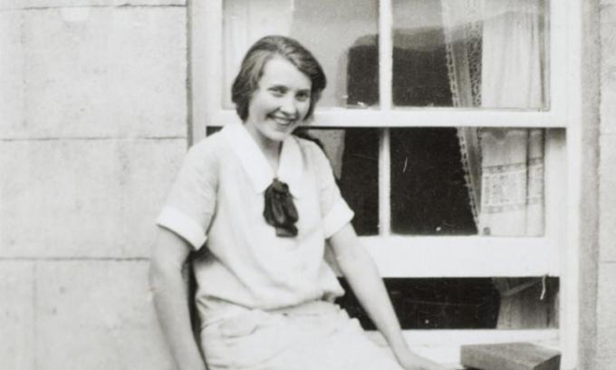 Mary Anne MacLeod, mẹ của Tổng thống Mỹ Donald Trump, tại quê nhà ở Scotland. Ảnh: Mirrorpix.