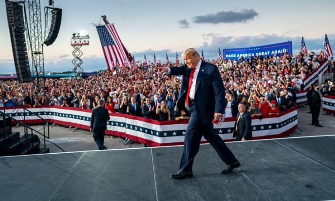 Một cuộc vận động tranh cử của Tổng thống Mỹ Donald Trump tại Sanford, Florida, ngày 12/10. Ảnh: NYTimes.