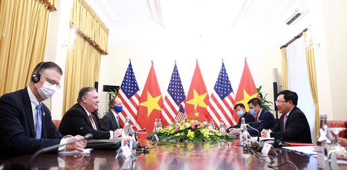 Phái đoàn ngoại giao hai nước trong cuộc hội đàm sáng nay. Ảnh: Bộ Ngoại giao.