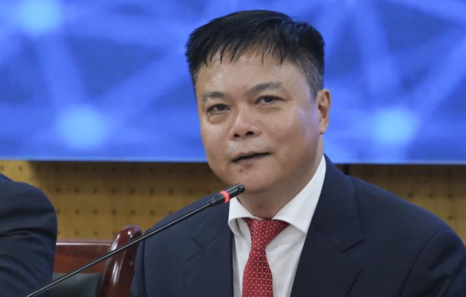 Ông Nguyễn Phong Điền, Phó hiệu trưởng Đại học Bách khoa Hà Nội, chia sẻ tại tọa đàm chiều 29/10. Ảnh: Dương Tâm.