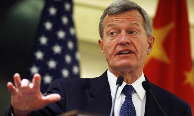 Cựu đại sứ Mỹ tại Trung Quốc Max Baucus phát biểu tại một sự kiện ở Bắc Kinh hồi tháng 6/2014. Ảnh: Reuters.