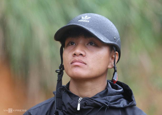 Hồ Văn Hải mất 8 người thân trong vụ lở núi ở Trà Leng, chiều 28/10. Ảnh: Đắc Thành