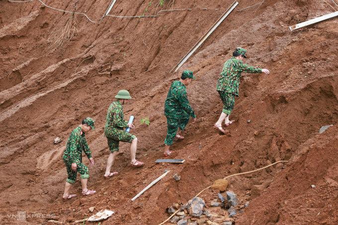 Cứu hộ nạn nhân vùi lấp ở Phước Sơn gặp khó