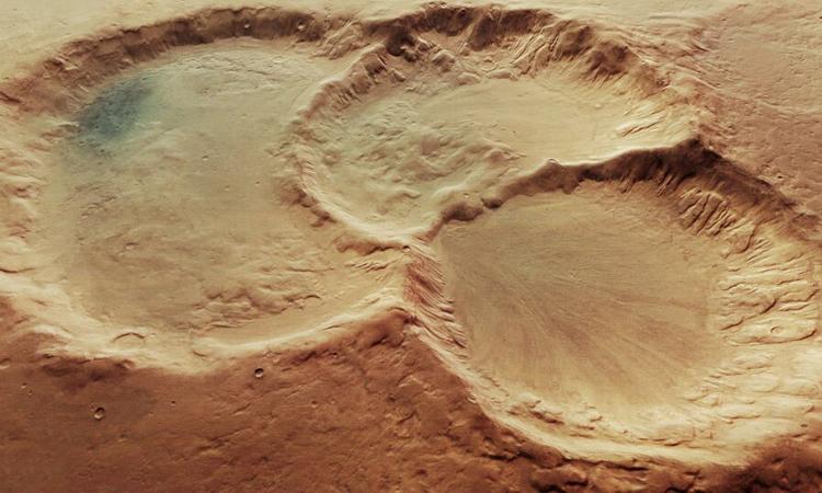 Ba hố thiên thạch chồng lên nhau trên sao Hỏa