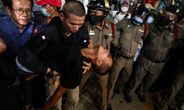 Ba thủ lĩnh biểu tình ở Thái Lan nhập viện