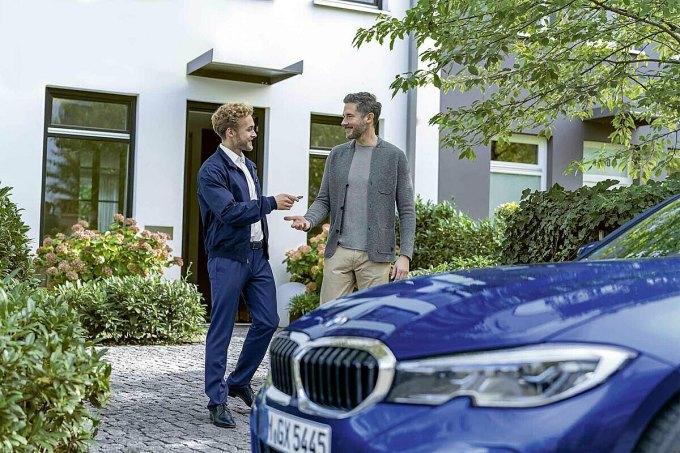 Thuận tiện giao nhận xe tại nhà. Ảnh: BMW