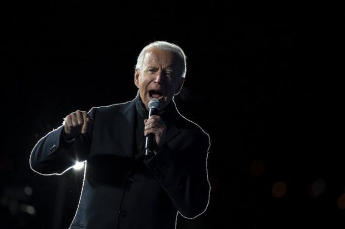 Biden vận động tranh cử tại Pittsburgh, Pennsylvania tối 2/11. Ảnh: AFP.