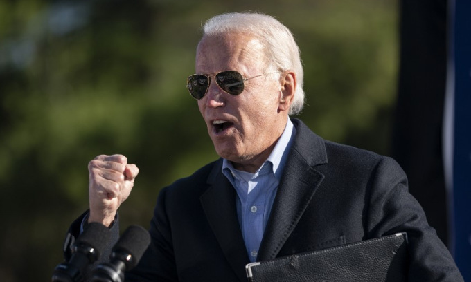 Ứng viên Biden tại cuộc vận động ở bang Pennsylvania hôm 2/11. Ảnh: AFP.