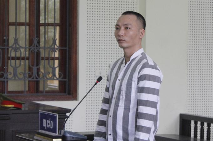 Bị cáo Hùng tại phiên tòa hôm nay. Ảnh: Thủy Thu