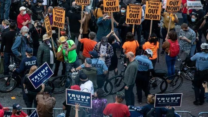 Người ủng hộ Trump và Biden biểu tình ở Pennsylvania
