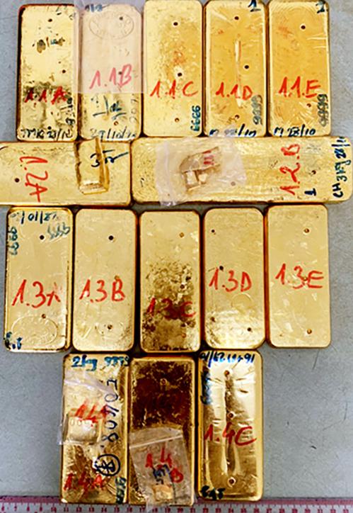 Số vàng tang vật buôn lậu đang được cảnh sát tạm giữ. Ảnh: An Phú